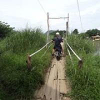 """mit dem Moped über die kostenlose Bambusbrücke (die große wäre zu bezahlen) • <a style=""""font-size:0.8em;"""" href=""""http://www.flickr.com/photos/127204351@N02/19039123269/"""" target=""""_blank"""">View on Flickr</a>"""