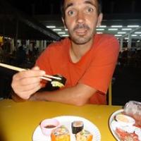 """zwei Novitäten: André isst FREIWILLIG mit Stäbchen UND Sushi • <a style=""""font-size:0.8em;"""" href=""""http://www.flickr.com/photos/127204351@N02/19294741876/"""" target=""""_blank"""">View on Flickr</a>"""