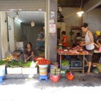 """Gemüse- und Fleischstand • <a style=""""font-size:0.8em;"""" href=""""http://www.flickr.com/photos/127204351@N02/18771260890/"""" target=""""_blank"""">View on Flickr</a>"""