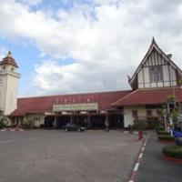 """von hier starten wir in drei Tagen nach Bangkok: Bahnhof von Chiang Mai • <a style=""""font-size:0.8em;"""" href=""""http://www.flickr.com/photos/127204351@N02/18785408434/"""" target=""""_blank"""">View on Flickr</a>"""