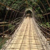 "noch schönere (Bambus-)Brücke beim ersten Wasserfall • <a style=""font-size:0.8em;"" href=""http://www.flickr.com/photos/127204351@N02/18701773275/"" target=""_blank"">View on Flickr</a>"