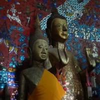 "natürlich auch Buddhafiguren • <a style=""font-size:0.8em;"" href=""http://www.flickr.com/photos/127204351@N02/19226117635/"" target=""_blank"">View on Flickr</a>"