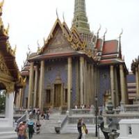 """ein Gebäude in der Tempelanlage des Smaragdbuddhas • <a style=""""font-size:0.8em;"""" href=""""http://www.flickr.com/photos/127204351@N02/19508663791/"""" target=""""_blank"""">View on Flickr</a>"""