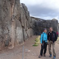 "wir am Saksayhuaman • <a style=""font-size:0.8em;"" href=""http://www.flickr.com/photos/127204351@N02/15711726241/"" target=""_blank"">View on Flickr</a>"