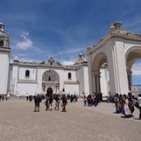 """die Kirche von Puno am Titicacasee..hier sind wir umgestiegen • <a style=""""font-size:0.8em;"""" href=""""http://www.flickr.com/photos/127204351@N02/15715254912/"""" target=""""_blank"""">View on Flickr</a>"""