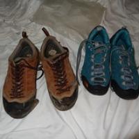 """links meine fast zerfallenen Schuhe, rechts die unechten neuen ;) • <a style=""""font-size:0.8em;"""" href=""""http://www.flickr.com/photos/127204351@N02/18847553932/"""" target=""""_blank"""">View on Flickr</a>"""