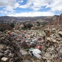 """Blick zu einem Vorort von La Paz • <a style=""""font-size:0.8em;"""" href=""""http://www.flickr.com/photos/127204351@N02/15528303468/"""" target=""""_blank"""">View on Flickr</a>"""