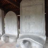 """Steintafeln, in die die Namen der Universitätsabgänger eingemeißelt sind • <a style=""""font-size:0.8em;"""" href=""""http://www.flickr.com/photos/127204351@N02/18826383616/"""" target=""""_blank"""">View on Flickr</a>"""