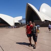 """Wir vor dem Wahrzeichen Sydneys • <a style=""""font-size:0.8em;"""" href=""""http://www.flickr.com/photos/127204351@N02/16295274607/"""" target=""""_blank"""">View on Flickr</a>"""