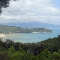 """unser Ziel...die Wainui Bay • <a style=""""font-size:0.8em;"""" href=""""http://www.flickr.com/photos/127204351@N02/16038527598/"""" target=""""_blank"""">View on Flickr</a>"""