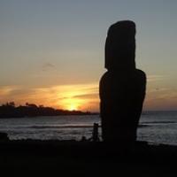 "der Moai Tahai...nahe vom Dorf erleben wir den Sonnenuntergang • <a style=""font-size:0.8em;"" href=""http://www.flickr.com/photos/127204351@N02/15283714963/"" target=""_blank"">View on Flickr</a>"