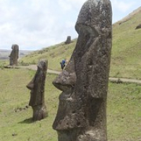 "André tanzt dem Moai auf der Nase rum ;) • <a style=""font-size:0.8em;"" href=""http://www.flickr.com/photos/127204351@N02/15901384611/"" target=""_blank"">View on Flickr</a>"