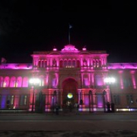 "Casa Rosada in rosa bei Nacht • <a style=""font-size:0.8em;"" href=""http://www.flickr.com/photos/127204351@N02/15903345835/"" target=""_blank"">View on Flickr</a>"