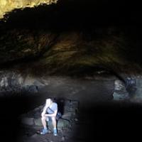 """André in einer Höhle, die die früheren Einwohner zum Leben nutzten • <a style=""""font-size:0.8em;"""" href=""""http://www.flickr.com/photos/127204351@N02/15901382601/"""" target=""""_blank"""">View on Flickr</a>"""