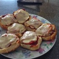 "selber gemachte Pizza Buns • <a style=""font-size:0.8em;"" href=""http://www.flickr.com/photos/127204351@N02/16954646545/"" target=""_blank"">View on Flickr</a>"