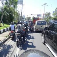 """hier ist der Verkehr schon dichter...die Mopeds überwiegen • <a style=""""font-size:0.8em;"""" href=""""http://www.flickr.com/photos/127204351@N02/17532211470/"""" target=""""_blank"""">View on Flickr</a>"""