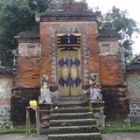 """hinter dieser Tür ist der innere Tempelbereich...da dürfen wir nicht hin • <a style=""""font-size:0.8em;"""" href=""""http://www.flickr.com/photos/127204351@N02/17177358200/"""" target=""""_blank"""">View on Flickr</a>"""