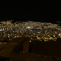 """La Paz bei Nacht von oben • <a style=""""font-size:0.8em;"""" href=""""http://www.flickr.com/photos/127204351@N02/15528303938/"""" target=""""_blank"""">View on Flickr</a>"""