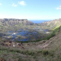 "der Krater von Rano Kau • <a style=""font-size:0.8em;"" href=""http://www.flickr.com/photos/127204351@N02/15716058100/"" target=""_blank"">View on Flickr</a>"