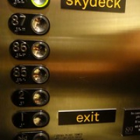 "auf gehts zum Skydeck • <a style=""font-size:0.8em;"" href=""http://www.flickr.com/photos/127204351@N02/16455249356/"" target=""_blank"">View on Flickr</a>"