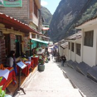 "in den Gassen von Aguas Calientes • <a style=""font-size:0.8em;"" href=""http://www.flickr.com/photos/127204351@N02/15940848945/"" target=""_blank"">View on Flickr</a>"