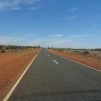 "die Straße zu Uluru • <a style=""font-size:0.8em;"" href=""http://www.flickr.com/photos/127204351@N02/17147398707/"" target=""_blank"">View on Flickr</a>"