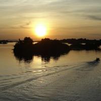 "Sonnenuntergang überm Mekong von unserem Balkon • <a style=""font-size:0.8em;"" href=""http://www.flickr.com/photos/127204351@N02/18060725240/"" target=""_blank"">View on Flickr</a>"