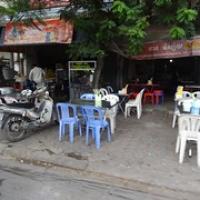 """typisches Straßenrestaurant mit Plastestühlen • <a style=""""font-size:0.8em;"""" href=""""http://www.flickr.com/photos/127204351@N02/18046467728/"""" target=""""_blank"""">View on Flickr</a>"""
