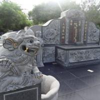 "Grab auf dem chinesischen Friedhof • <a style=""font-size:0.8em;"" href=""http://www.flickr.com/photos/127204351@N02/17338976196/"" target=""_blank"">View on Flickr</a>"
